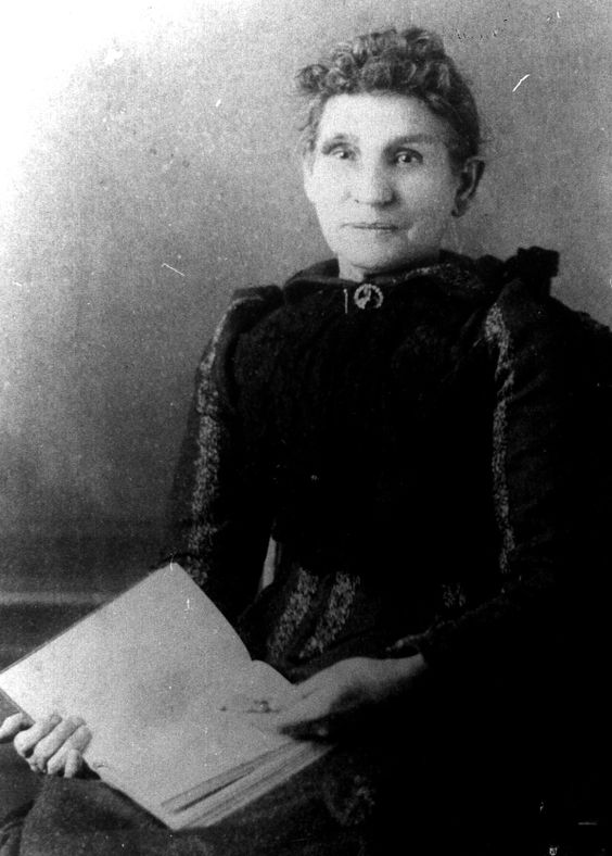 Minnie VanWormer McCormack. She was the first wife of Henry McCormack. She died in 1918.