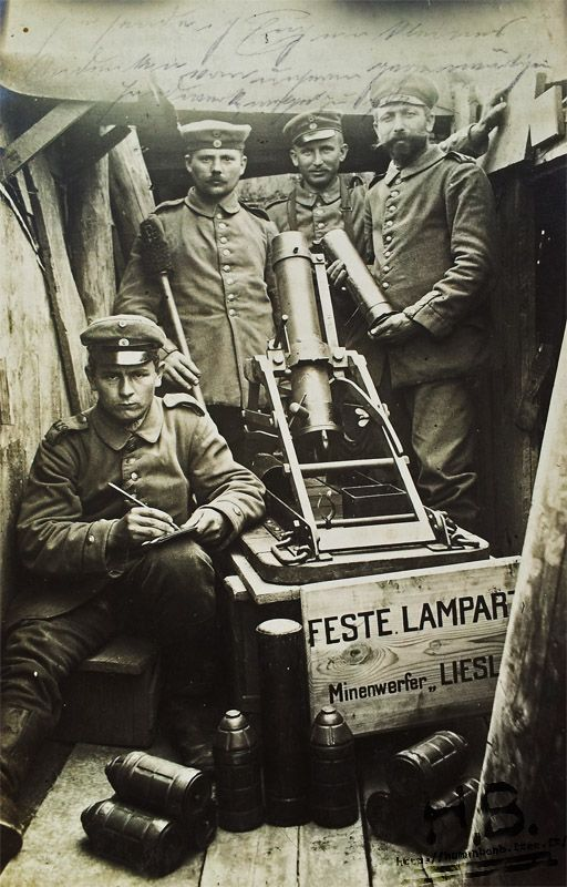"""WW1. German soldiers with a """"Minenwerfer"""", mortar."""
