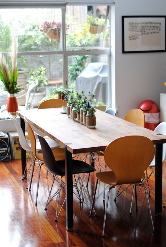 Modern Mix of Chairs & Living Centerpiece Roomarks