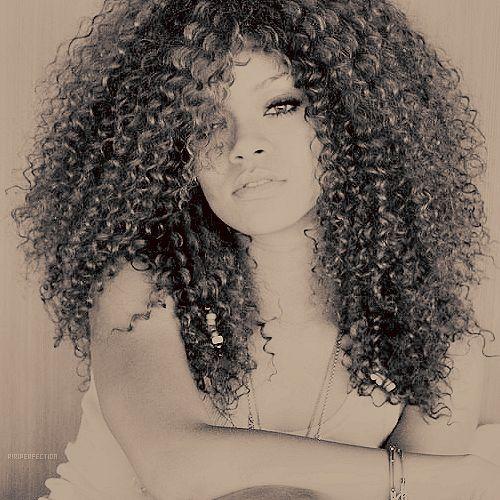 Rihanna Curly Hair Tum...