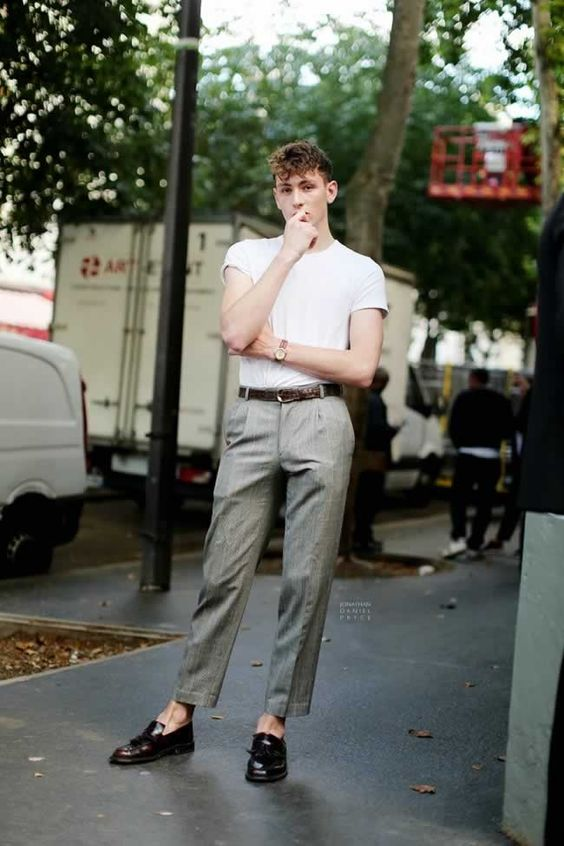 海外メンズソリッドTシャツコーデConrad Bruce in Paris