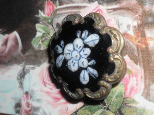 Antique-Vintage-Old-1830s-Georgian-Enamel-Brass-Button-Craft-Collector-Sewing