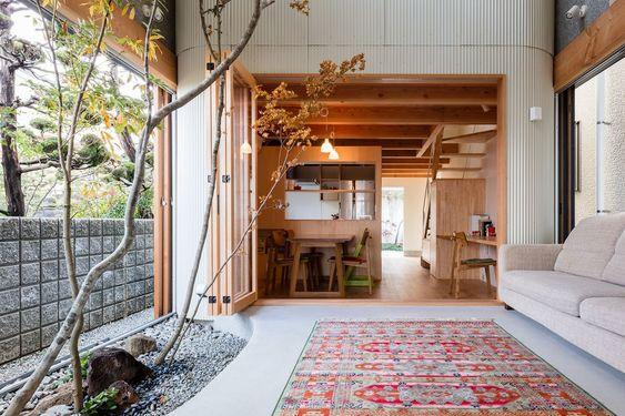 Mini casa stretta a Osaka by Satoshi Saito