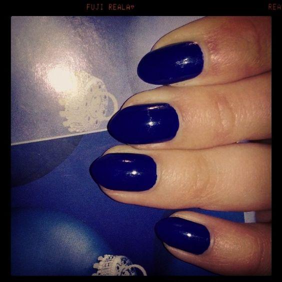 blue almond nails by Valeria Karra