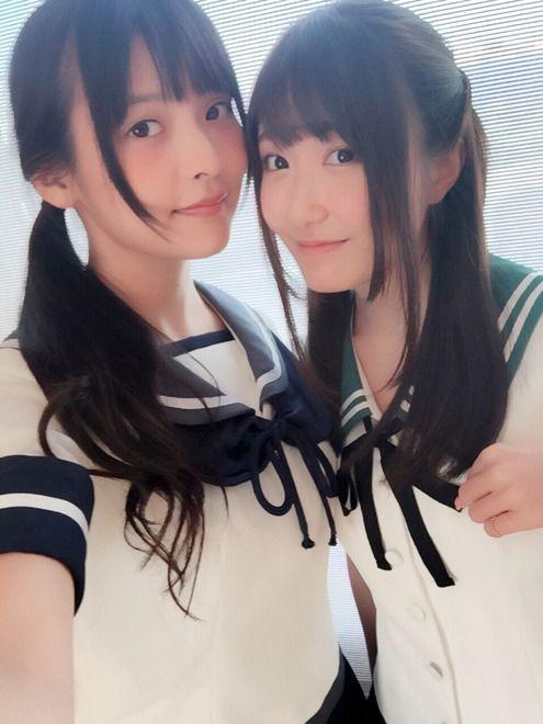 セーラー服の上坂すみれさんと日高里菜さん