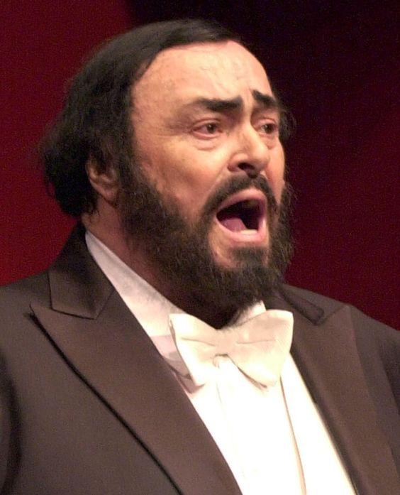 Luciano Pavarotti Cantante Lírico Luciano Pavarotti Fue Un Tenor Lírico Italiano Uno De Los Cantantes Conte Cantantes De Opera Cantantes Personajes Destacados