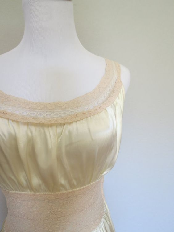 Reno - top of BGB gown?  Vintage 1930s lingerie nightgown.