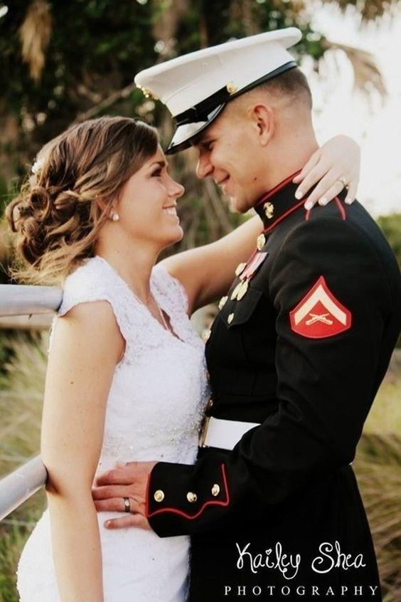 9. #Couple militaire - 76 Couple #magnifique Poses pour #inspirer vos Photos d'Engagement... → #Wedding
