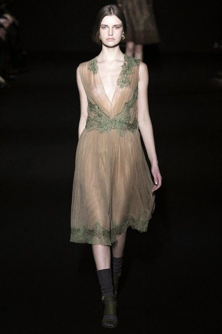 alberta ferretti fashion show http://depointeenblanc.com/2014/02/20/de-pointe-en-blanc-at-milano-fashion-week-day-1/