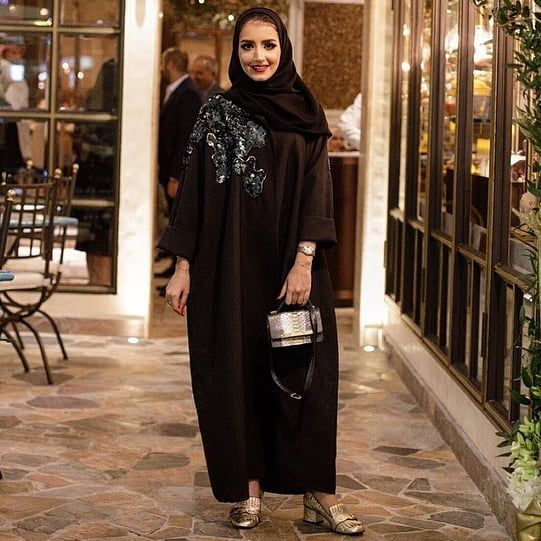 Repost Kam 227 With Instatoolsapp أول أمس كنت مع الشيف محمود جناحي بافتتاح مطعم سان كارلو مطعم عالمي له عدة Street Hijab Fashion Abaya Fashion Fashion