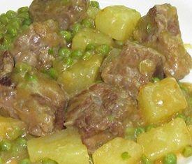 Ecco la ricetta dello spezzatino con patate e piselli da for Cucinare piselli