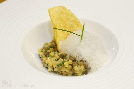 Schnittlauch-Risotto aus Fregola Sarda mit Parmesanhippe