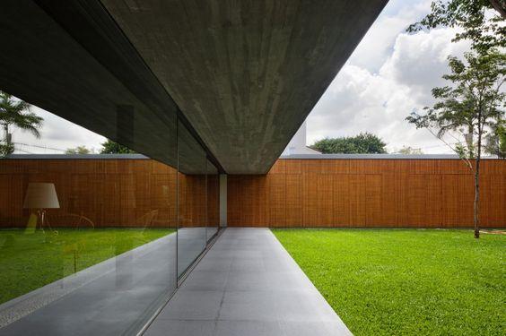 Casa V4 / Studio Mk27- Marcio Kogan + Renata Furlanetto (23)