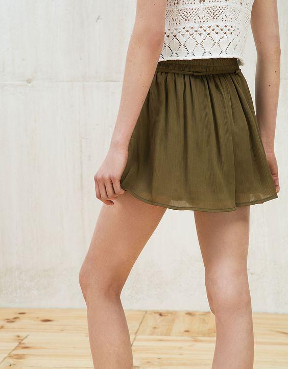 Falda pantalón bambula satén. Descubre ésta y muchas otras prendas en Bershka con nuevos productos cada semana