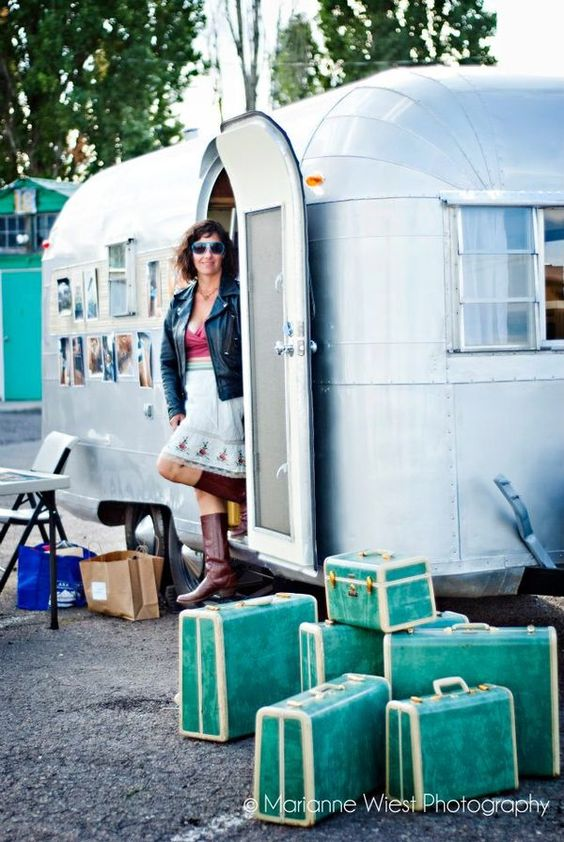 Camper trailer thingie and awesome aqua suitcases. You could easily convince me to try this. :)