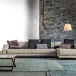 Divano beige, parete pietra – Vibieffe  Pareti pietra ...