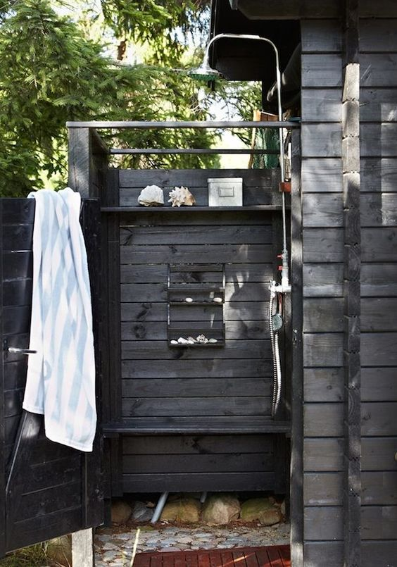 An outdoor shower at an idyllic Swedish cottage with outdoor kitchen and shower. Photo: Clive Tompsett.: