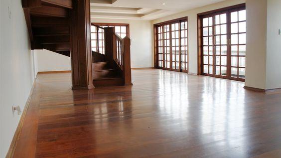 Cobertura com lazer, em frente à pracinha | Special Properties | Piscina, salão de festas, churrasqueira, jardim e sala de ginastica | 3 dormitórios, sendo 1 suíte | 404m² | 5 vagas | Valor de Venda: R$ 2.800.000,00 | Condomínio: R$ 3.700,00 | IPTU: R$ 1.900,00