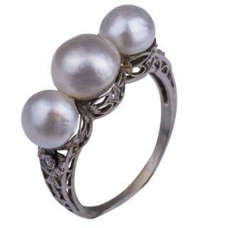 Antiek laat Victoriaanse ring in wit goud.
