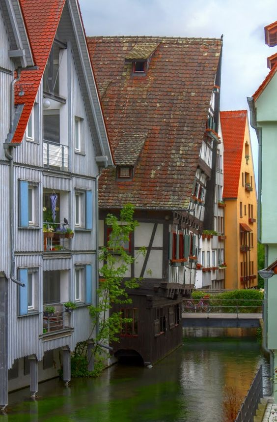 Leaning house, Ulm / Germany (by Google_Views).