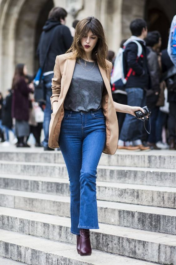 Jeanne Damas, the charm of French simplicity.  Una de sus siluetas favoritas: vaquero cropped -flared, blazer y botines | One of your favorite silhouettes: cropped -flared jeans, blazer and booties  #itgirl #french #streetstyle #jeannedamas #influencer #style #laselectiva