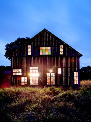 .: Stained Glass Windows, Beautiful Barns, Barns Farmhouses, Barn Windows, Barn Homes, Lighted Barn, Barns Farms, Old Barns, Barn Houses