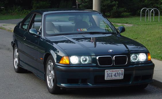 BMW 320i Coupe