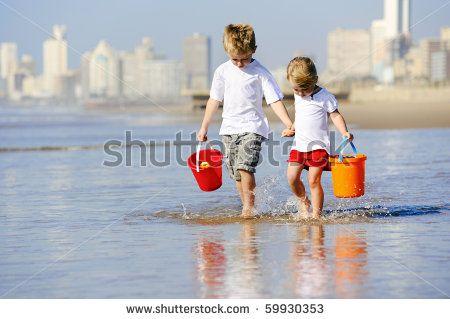 Niños En La Playa Fotos, imágenes y retratos en stock | Shutterstock