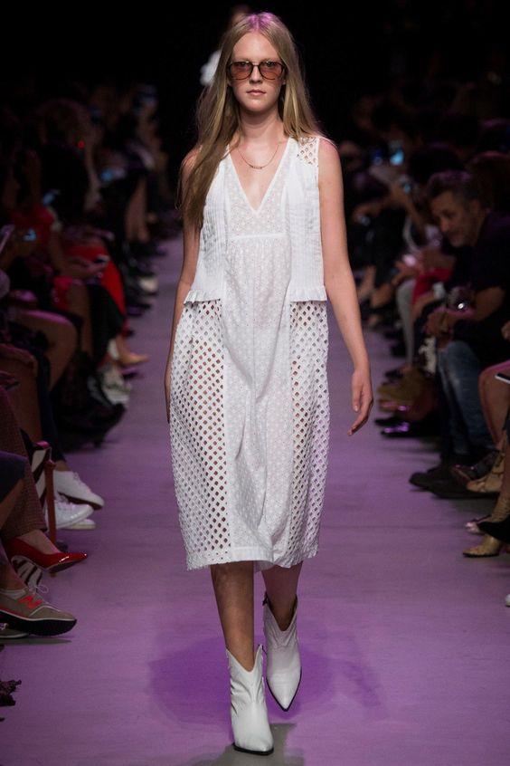 Белое спортивное летнее платье