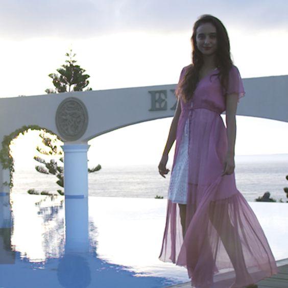 石田ニコルのピンクドレス
