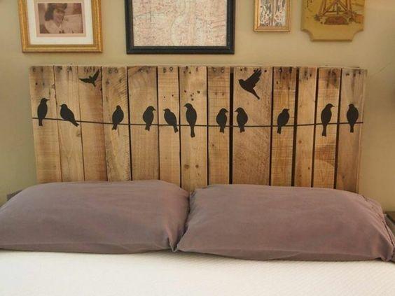 Tête de lit avec peinture des oiseaux sur corde