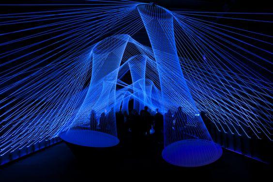 blaue Lichtkunst