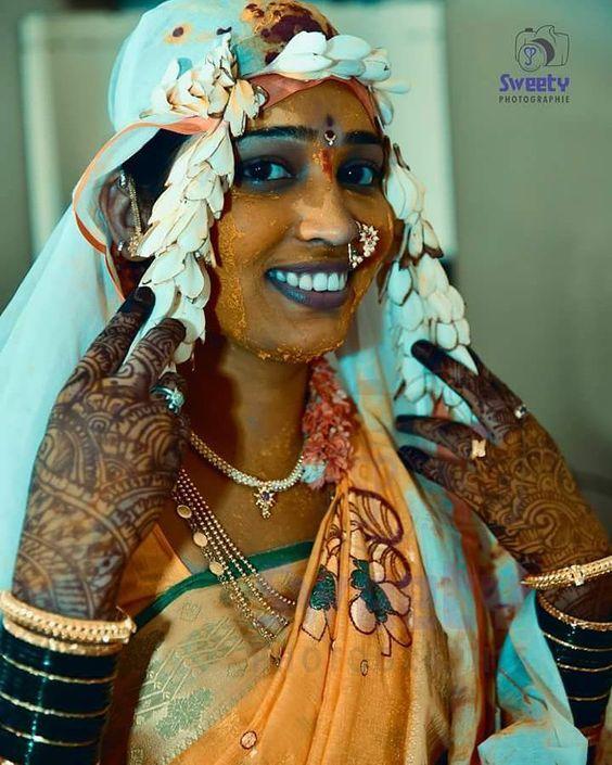 #bride#dulhan#maharashtrainwedding#wedding#weddingceremony#weddingphotography#indianwedding#traditional#jwellery#beautifulsmile#mehndihand#greenbengal#jj_nikon#jj_wedding#jj_smile#nikond750#nikongirl#nikonphotography#nikonofficials#nikonshooter#instagramers#instalike#instagram#instafollow#subhvivah#haldi# by sweetyphotographie