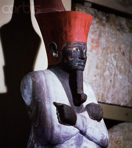 Detail of a wooden statue of King Nebhepetre Mentuhotep II. 12th dynasty. There may have been a hierarchy of beard length among the Upper class people, with the High priests and officials and princes wearing the shortest, and the king the longest.