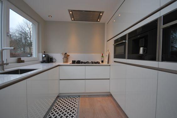#moderne #keuken opgeleverd. De ruime keuken is voorzien van een #apparatenwand met combistoomoven, compacte bakoven met magnetron, vaatwasmachine en een koffiemachine van NeffCheff, afzuigsysteem van #Gutmann, 3-in-1 kraan met kokend water systeem van Floww. De greeploze witte acryl hoogglans keuken is afgemaakt met een strak dun wit composiet werkblad. #Scandinavisch #maatwerk