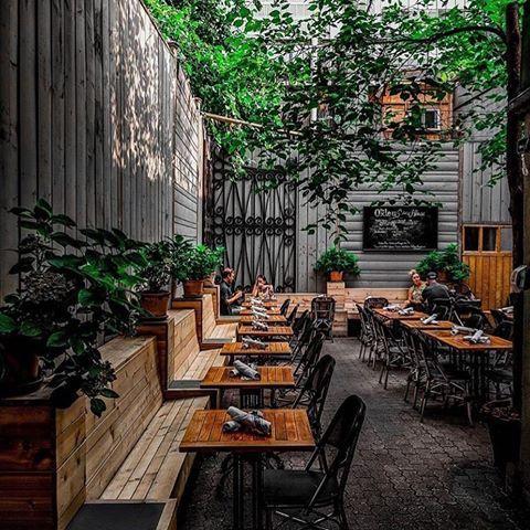 Pubs The Oxley 👀. Toronto, Canada 🇨🇦. 📷 @abhishekdekate •⠀ •⠀ •⠀ •⠀ •⠀ •⠀ #designrestaurants #designrestaurants_toronto #restaurantdesign #toronto #canada #restaurant #restaurante #design #designer #interiores #interiors #decor #details #colour #instadaily #instagood #instapic #instadecor #instalike #life #architecture #arch #world #travel #travelgram #food #vsco #vscocam #theoxley #designasyouseeit