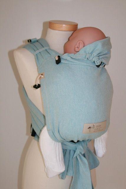 Storchenwiege BabycarrierMit dieser Halfbuckle Tragehilfe seid Ihr schick unterwegs!Die weichen gepolsterten Träger passen sich bequem an Deinen Körper an. De