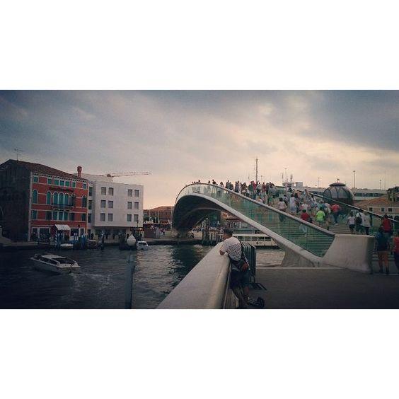 Puente de la Constitución o Puente de Calatrava, Venecia.  #art #illustration #architecture #picture #artist #sketch  #sketchbook #paper  #instaart #beautiful #instagood #gallery #masterpiece #creative #photooftheday #instaartist #graphic #graphics #artoftheday