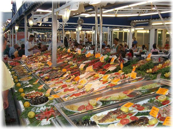 Seafood display at calpe fish market restaurants costa for Fish market restaurant