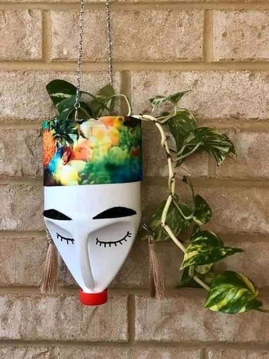 اعادة تدوير البلاستيك الى تحف فنية Artesanato Com Garrafa Artesanato De Garrafa Flores De Garrafa De Plastico