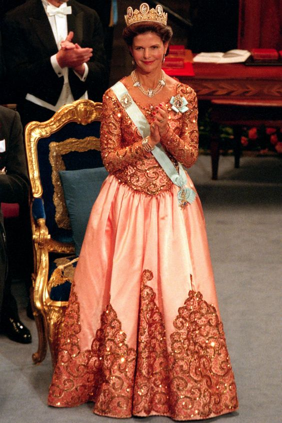 Queen Silvia at the Nobel prize ceremony in 1998 Dress made by Jacques Zehnder