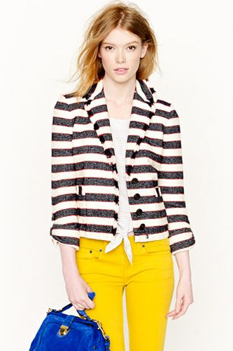 A casual blazer with the sleeves rolled up is no contradiction to your shorts and sandals