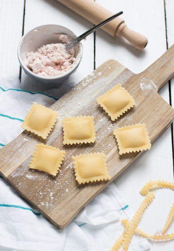 Notre copine blogueuse Marion, du blog COOKEEZ, a testé l'accessoire à raviolisde KitchenAid en réalisant une recette de raviolis au jambon. Ingrédients pour la pâte Pour environ 50-60 raviolis &#…