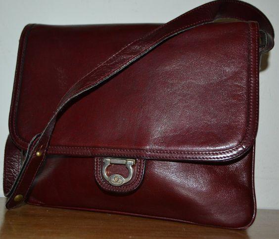 True Vintage Handtasche 70er Jahre  von Goldpfeil  Bordeaux Rot  wer diese Taschen kennt weiss die Qualität zu schätzen   in sehr hochwertigen edlen und schlichten Design    Guter Vintage...