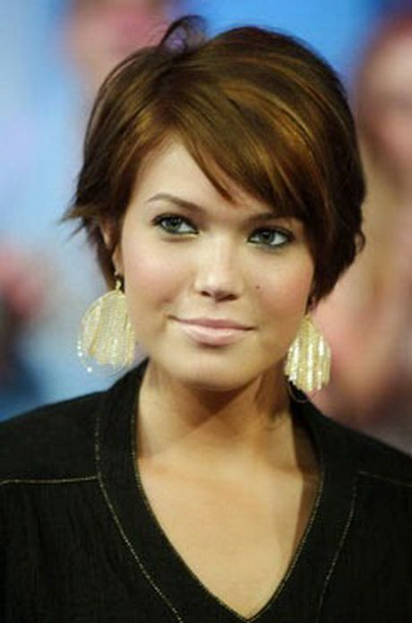 Corte de cabelo curto feminino para rosto redondo