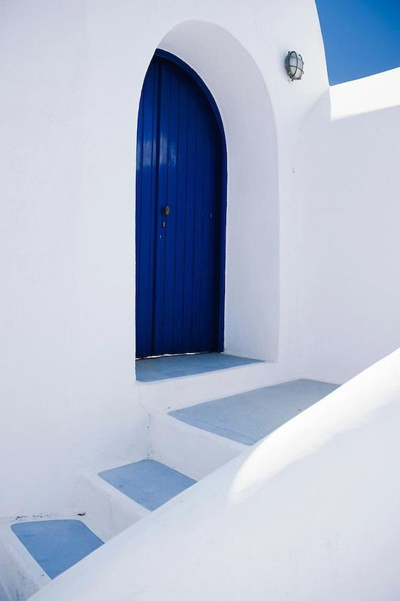 blue and white picturesque cycladic architecture, full of stairs and narrow paths