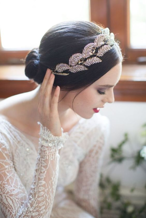 Coiffure mariage : Feather Inspired Headpiece