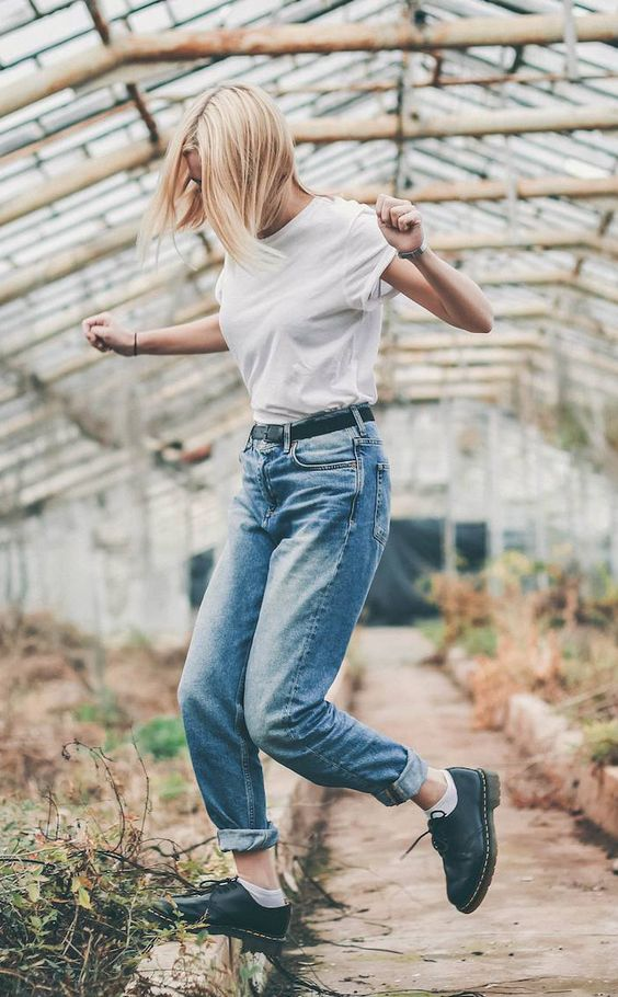 vintage jeans, mom jeans, dr martens, white socks, outfit, white tee, minimal, scandinavian style, ootd, outfit, lookbook, vintage, urban outfitters, style, lookbook