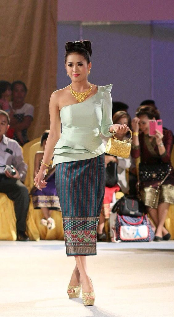 Lao Sinh Fashion Show Sinh Lao Pinterest Fashion Tops And Fashion Show