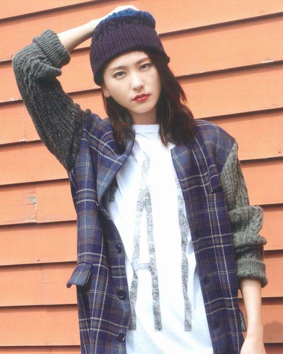 ニット帽をかぶる新垣結衣